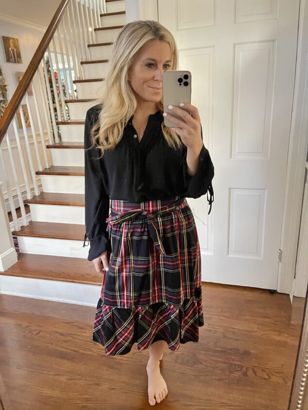 What to Wear with Black Shirt